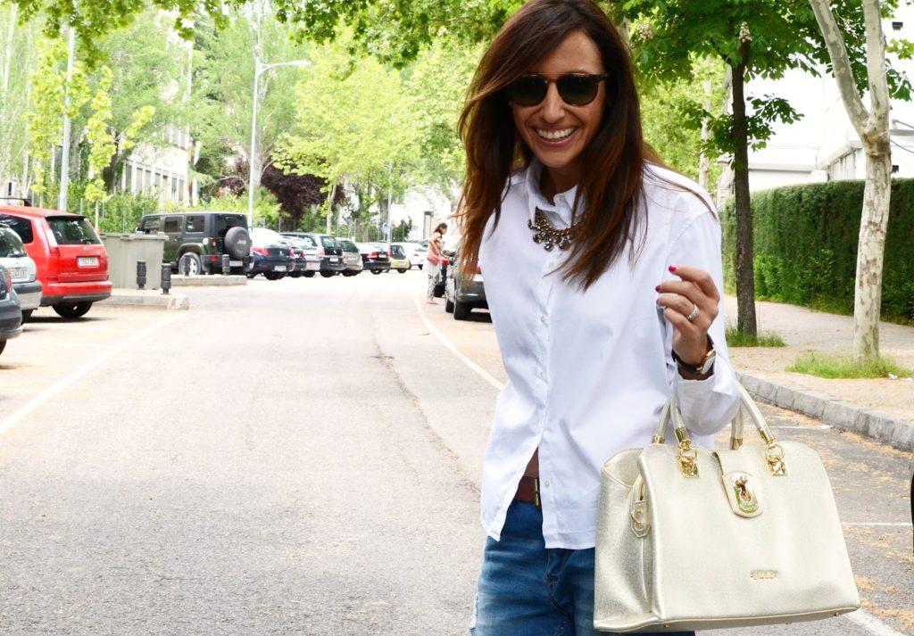 Camisa blanca básica con jean