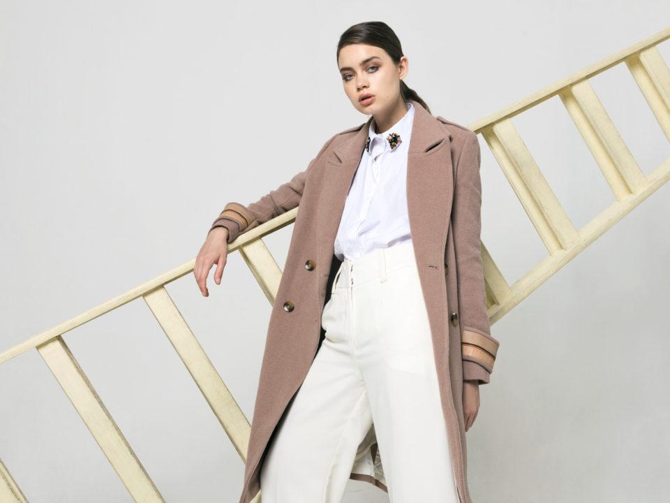 Como vestir abrigo paño